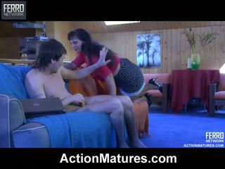 Seductive rijpere chick shows een hung chap