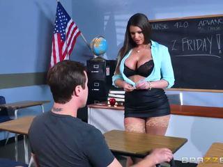 Brazzers - szexi bevállalós anyuka brooklyn chase teaches neki tanuló