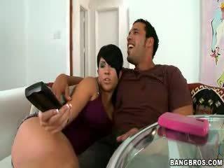 Boyfriend cheats met girlfriends tante