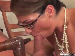 Sekretāre uz zeķe kalpot viņai boss