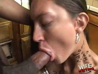 Essy moore doing een hard hoofd baan voor zwart lad