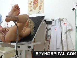 Een verborgen camera binnenin een gyno clinic