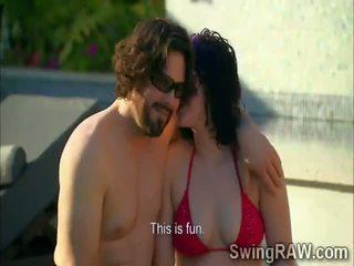 Poppari couples olla puolue outdoors sisään todellisuus show
