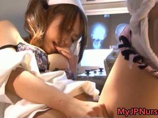 Akina heerlijk aziatisch verpleegster expand haar twat