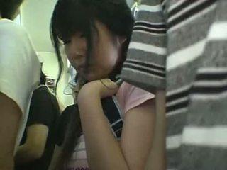 Minisukňa školáčka nahmatané v vlak