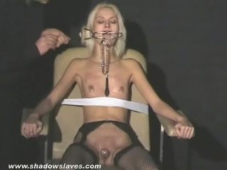 Blonda constrained female wynter tortured și humiliated de ei sadistic maestru using cumload punishments și durere