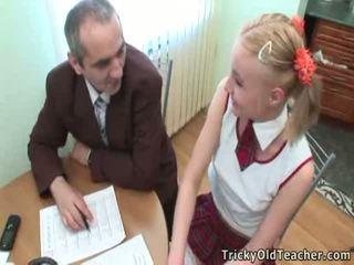 Süß student pleases sie alt trainer für mehr ausgezeichnet grades