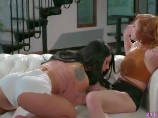 Tiener roommates hebben lesbisch seks, gratis hd porno 8d