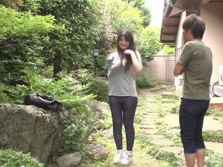 Asiática homem fucks com sua delicious housekeeper.