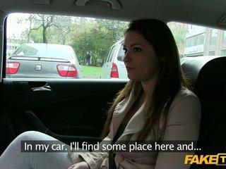 Nagy csöcsök amatőr becsapva által egy taxi