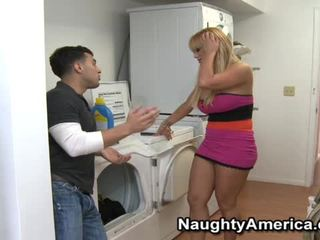 Sensuous fair haired καριόλα shyla stylez gets used