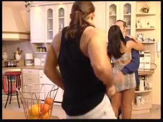Christina 和 michelle 他妈的 该 plumbers