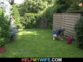 Съпруга прецака от на gardener с съпруг там