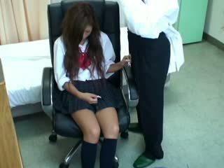 Spycam nxënëse misused nga doktori 3