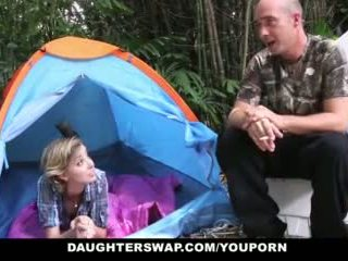 Daughterswap- karstās pusaudze daughters fucked outdoors līdz tēti