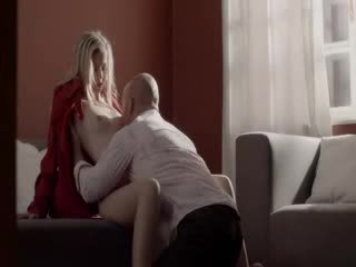 Unbelievable blondīne fucked par the dīvāns