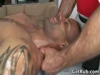 Seksi chap menerima dia bukan main tubuh massaged dan kontol sucked 45 oleh gotrub