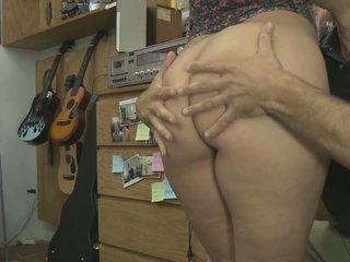 Çiş yapan nine bira akrobatik tıbbi floppi göğüsler içinde pawn mağaza