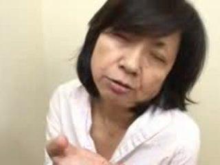 Japoniškas mama sucks swallows & squirts