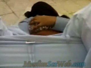 Arab ragazza scopata all'aperto