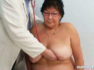 Vecs vāvere eksāmens: krūtainas vecmāmiņa tatana par uzbudinātas vectēvs ārsts