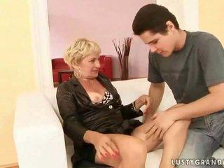 Grandmother porno dıldo