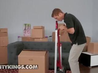 واقع kings - أم و خطوة ابنة فريق حاجة مساعدة مع هم boxes