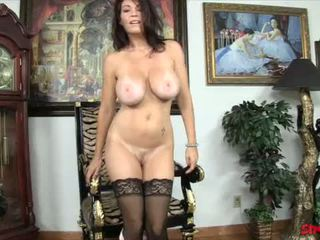 brunete, lielas krūtis, pornstar