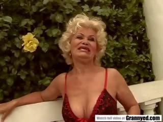 पुराना महिला effie gets blowbanged द्वारा 4 guys: फ्री पॉर्न 91