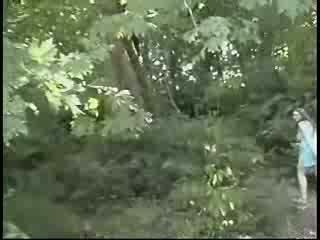 Nobriedušas masturbācija uz mežs