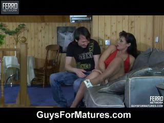 mature, les mamans et les garçons, older ladies