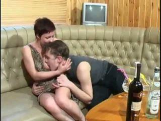 Pelirroja mamá follada roughly por su adolescente lover