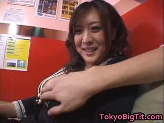 Nana aoyama engulfing dong σε coffee κατάστημα