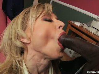 Międzyrasowe anal z mamuśka nina hartley