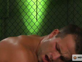 Luke adams en owen michaels neuken in de boksen ring