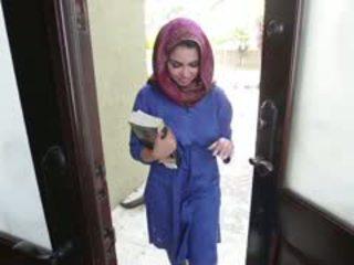 Geil brunette arab tiener ada gets filled