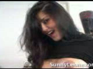 Sunny leone pri domov