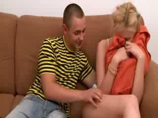 Seksas tryse su two blondinė teenies