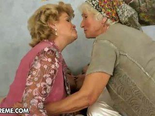 babička, lesbička, maminky a dospívající