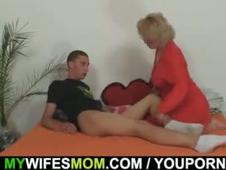 Mother-in-law fucks jej syn w prawo