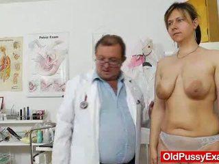 căscat, sânii mari, minion