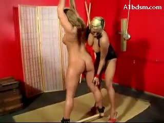 Meitene hanging tied kājas whipped vāvere fucked stimulated ar vibrators paddled līdz pavēlniece
