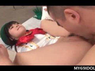 Fijn aziatisch school- babe geneukt hard op de vloer takes facial