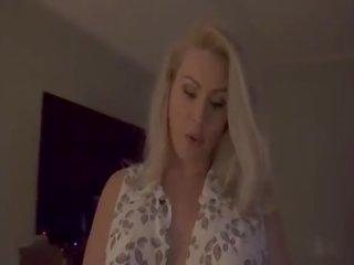 Māte fucks karaspēks dēls mājas par atstāt