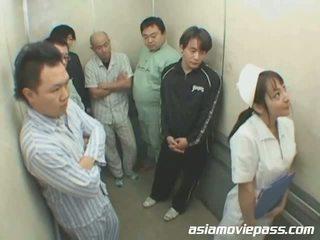 Cilik jepang perawat in elevator abuse