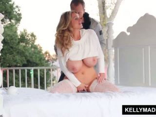 Kelly madison sundown stroking par the patio <span class=duration>- 11 min</span>