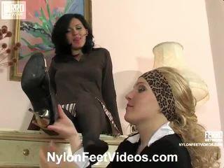 Laura en ira kinky nylon voeten actie