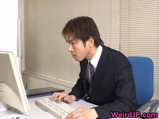 Söt asiatiskapojke sekreterare borrade