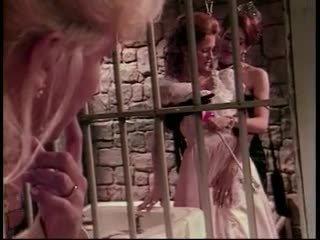Sado lesbiete trijatā uz cietums šūna