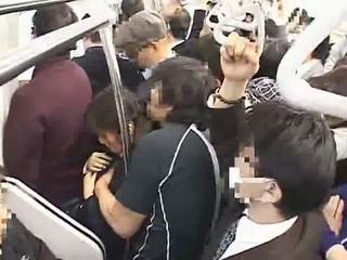 Innocent tiener betast naar orgasme op trein
